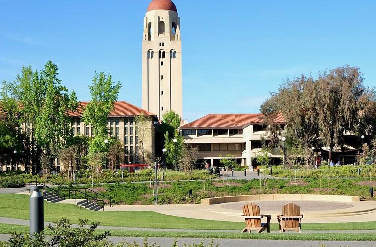 成都第二十中学(高中部)国际航空服务专业要经常出国吗